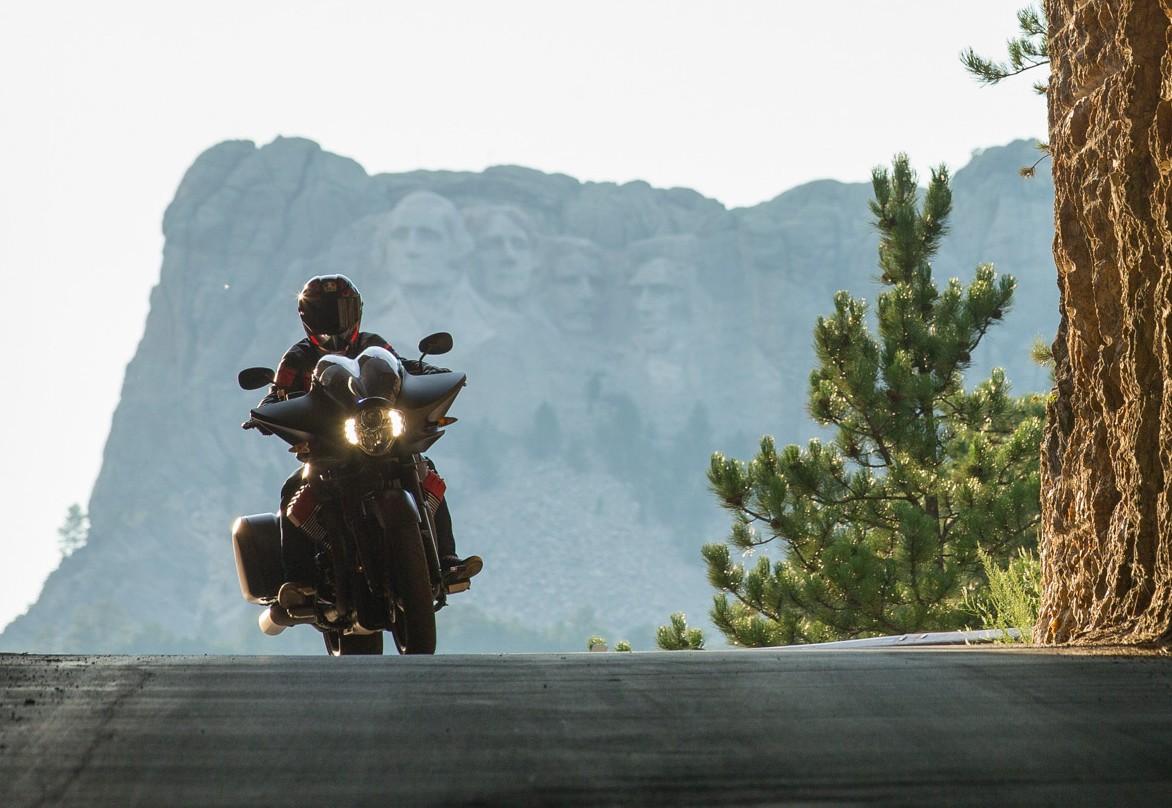 Moto Guzzi MGX-21 star a Sturgis