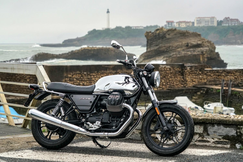 A Biarritz la Moto Guzzi V7 III Limited