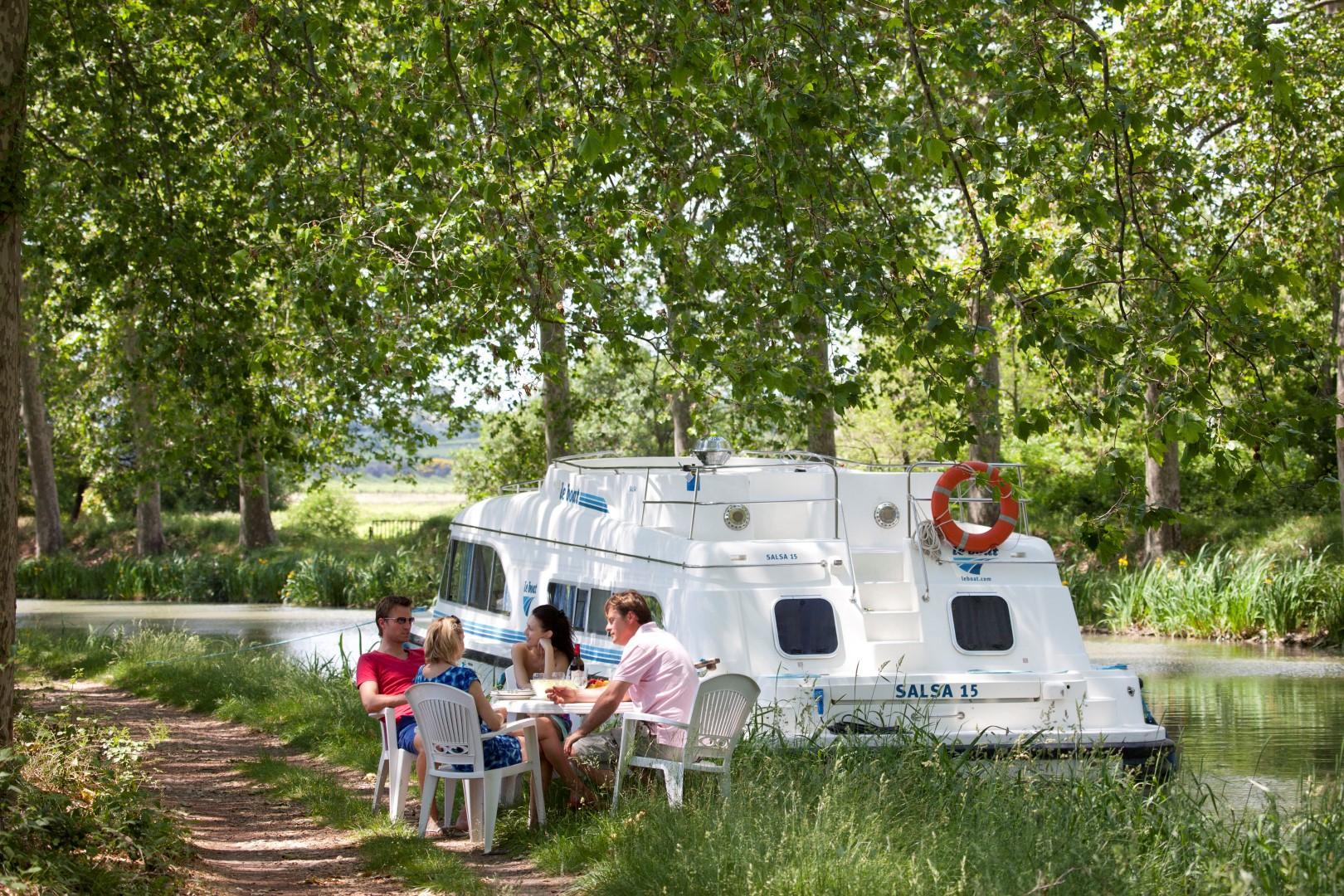 Scoprire la Francia navigando tra vigne e castelli