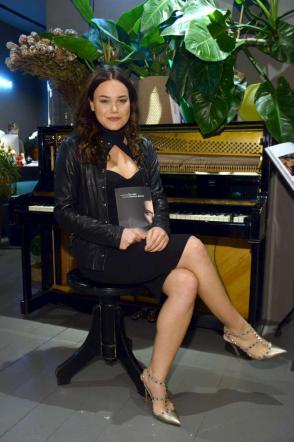 Romina Carrisi:  Mi spoglio solo con la poesia, in amore voglio ridere