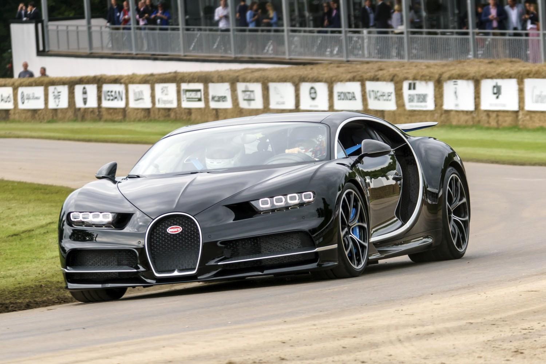 Bugatti Chiron e la collezione di Armani