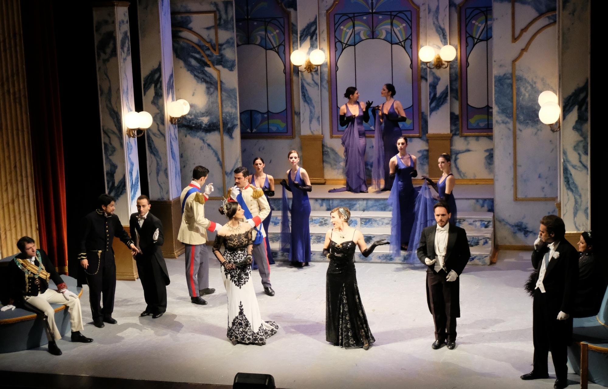 Al teatro Manzoni c è  La vedova allegra , la regina delle operette