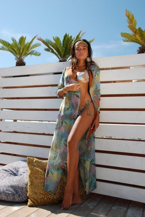 1d851a87a5c1 Con il beachwear di lusso l estate è sempre dentro di noi - Tgcom24
