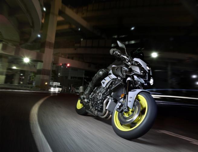 Yamaha MT-10, naked da capogiro