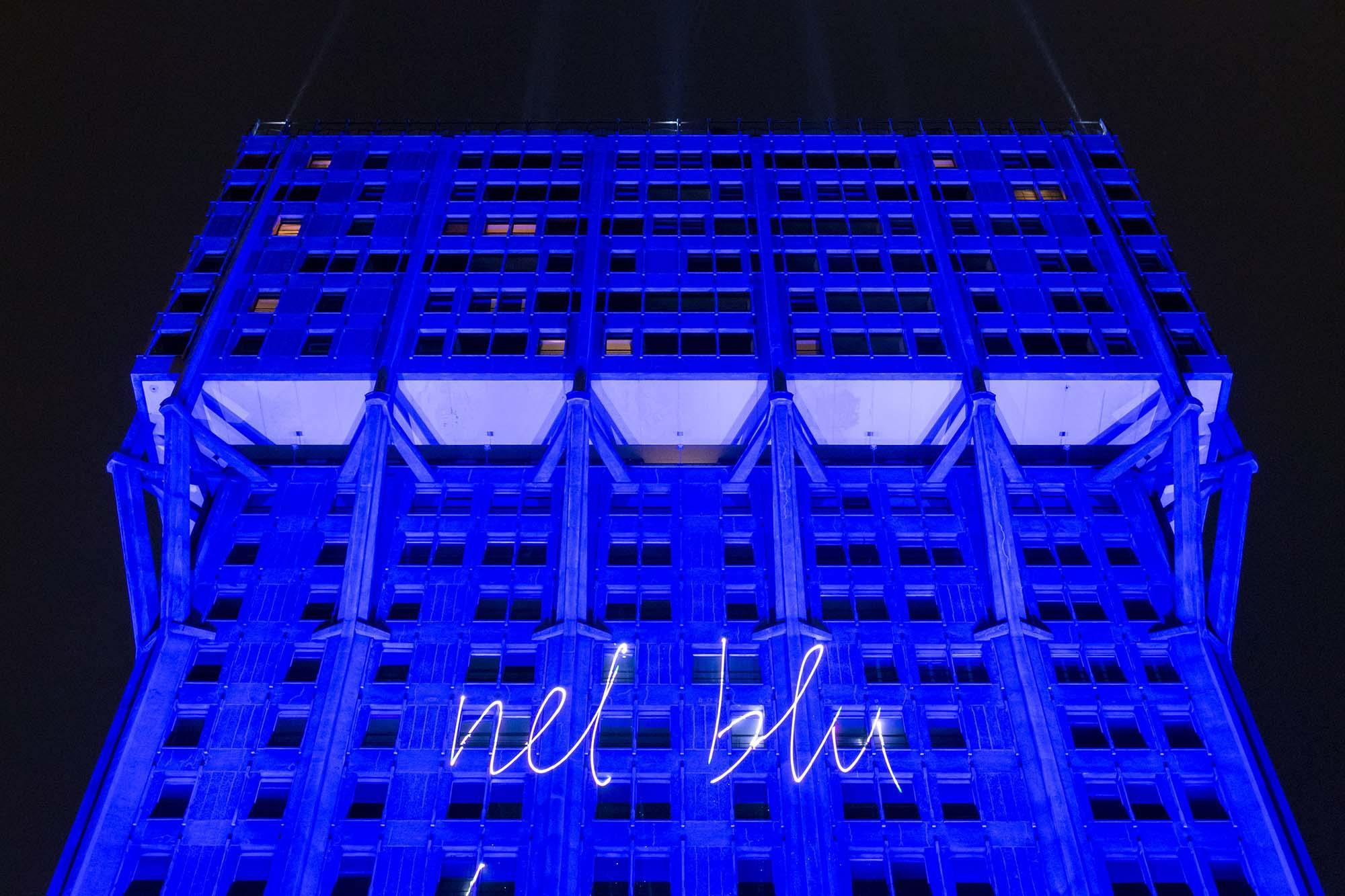 La Torre Velasca è  nel blu, dipinto di blu