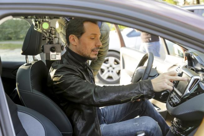 Stefano Accorsi racconta le tecnologie Peugeot