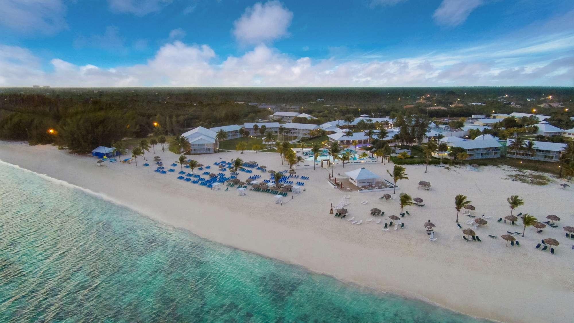 Grand Bahama, snorkeling nell oceano e relax su spiagge bianchissime