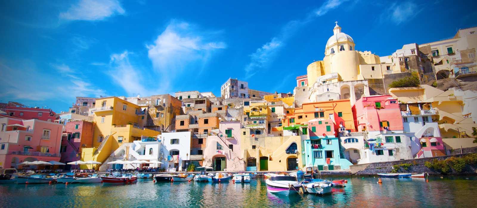 Napoli: Procida, la sirena del Golfo