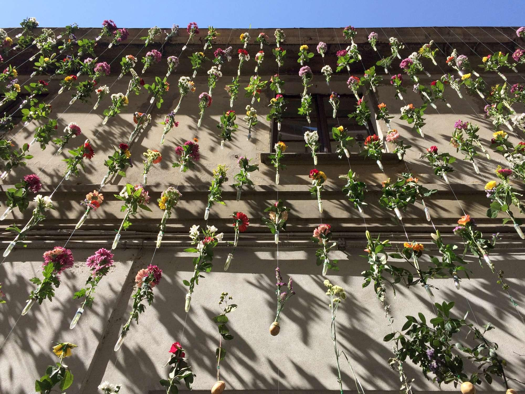 Ricami floreali per rivestire la facciata, ecco  Flowerprint