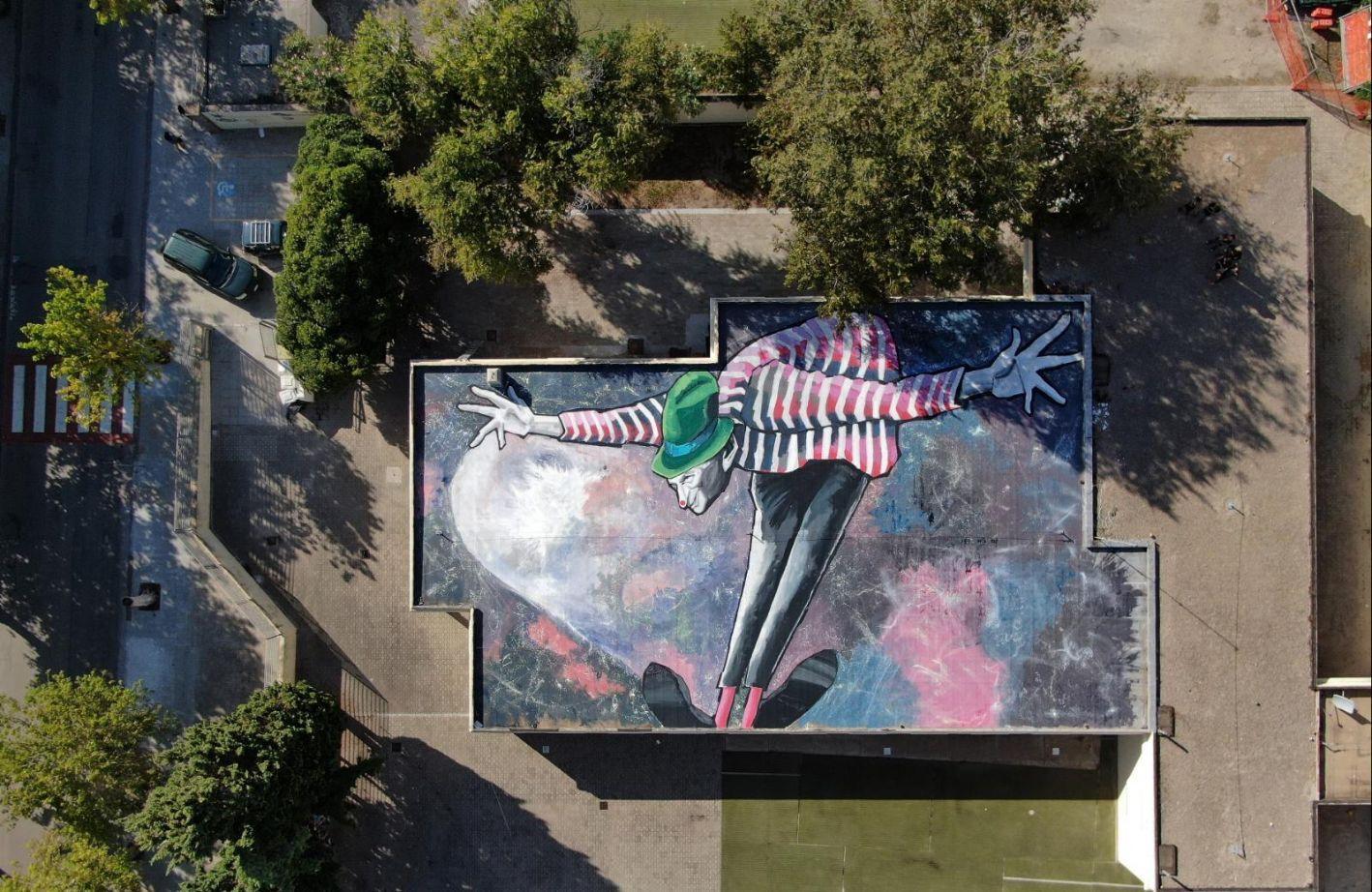 Alghero, la città si fa teatro a cielo aperto: e Ruben Mureddu disegna il più grande murale orizzontale di Sardegna