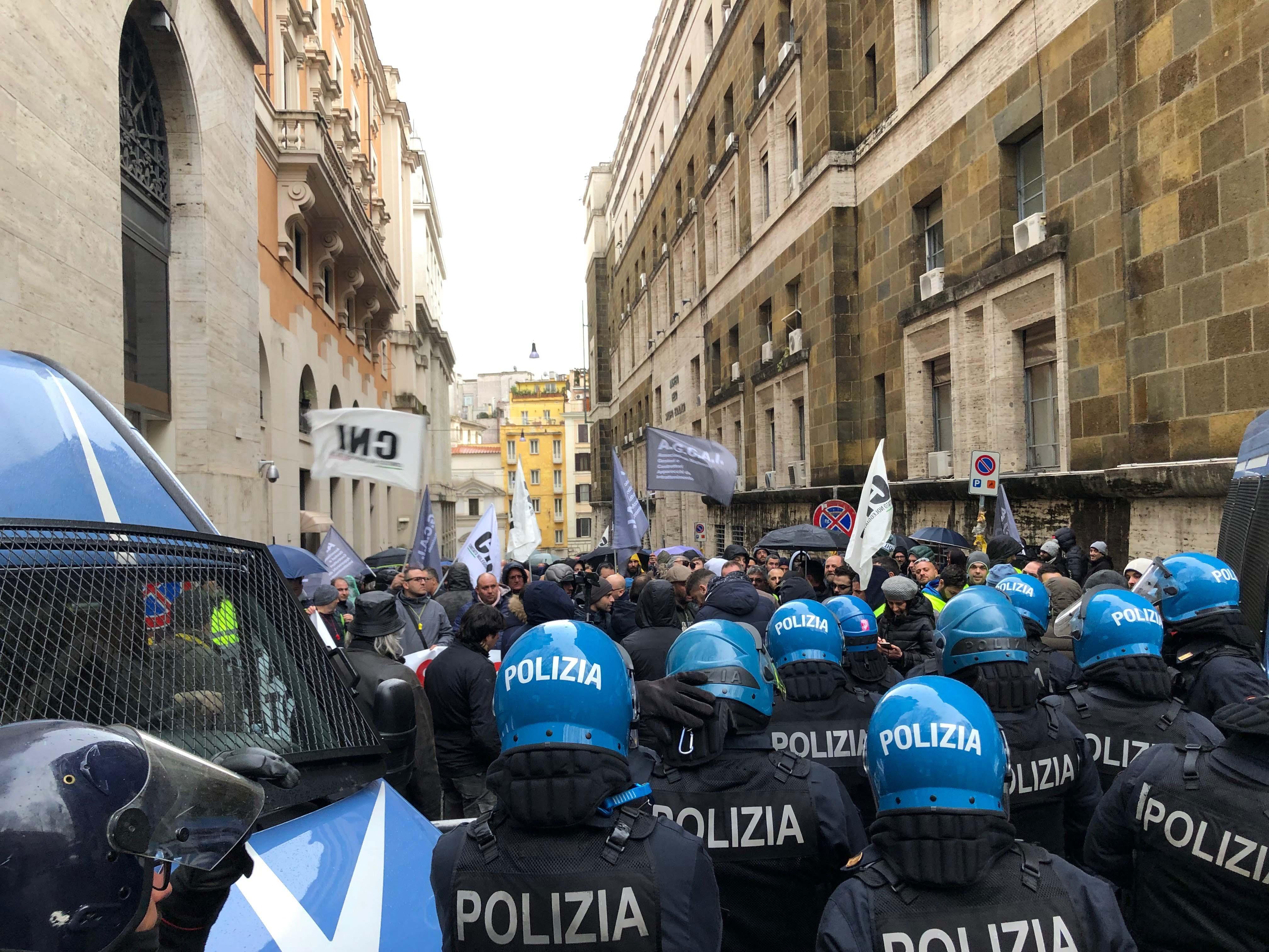 Roma, la protesta dei gestori delle macchine da intrattenimento: tasse troppo alte