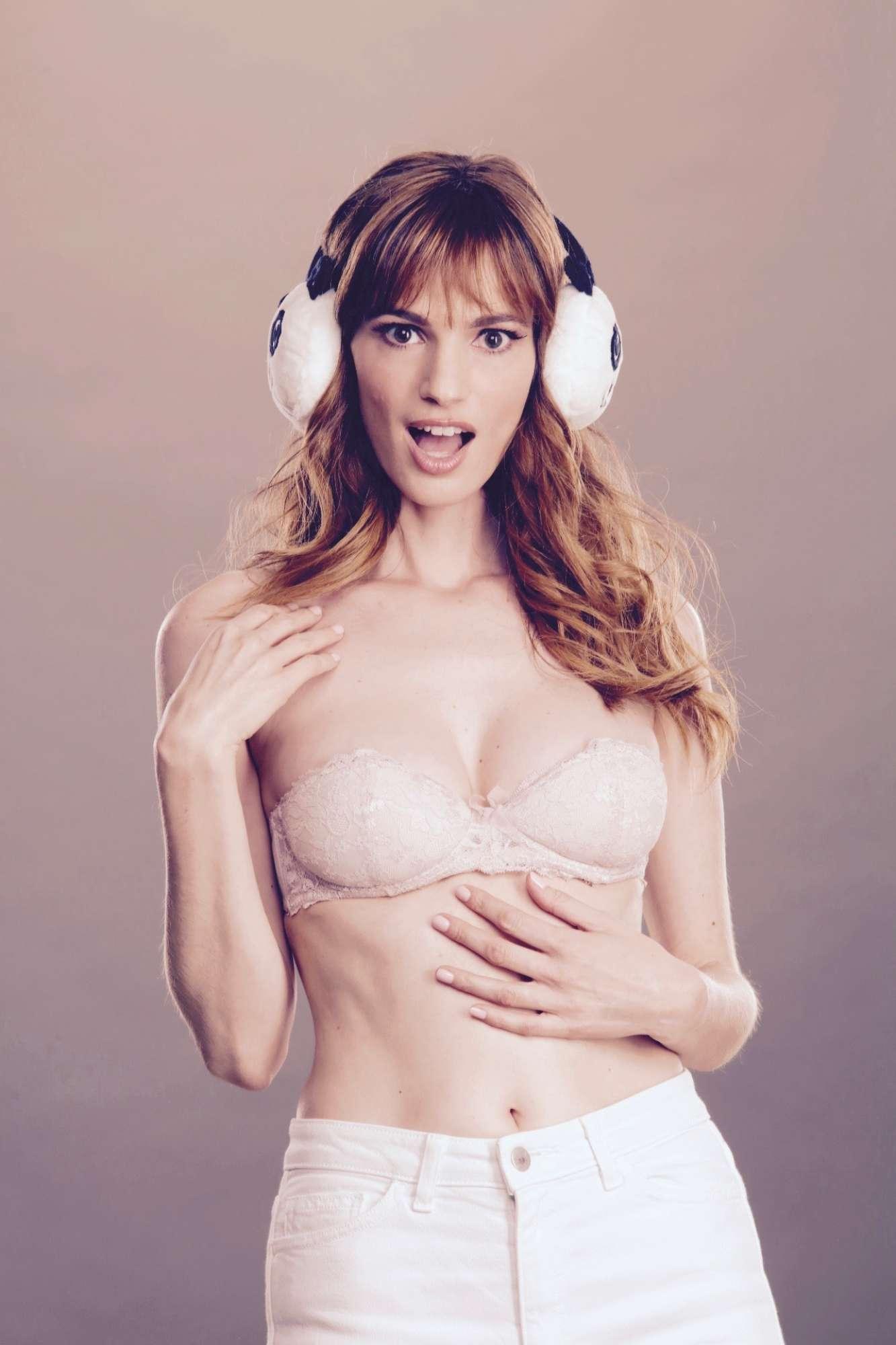 Gaia Bermani Amaral, sexy e ironica in  Malati di sesso