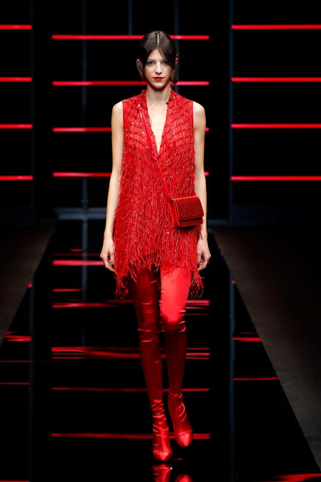 Emporio Armani, vivacità e stile libero: vestiremo di rosso