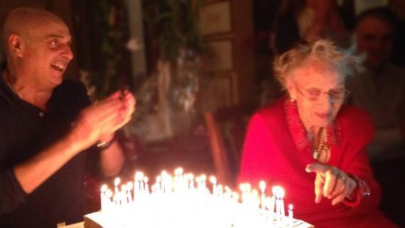 Paolo Brosio festeggia la sua mamma che compie 98 anni