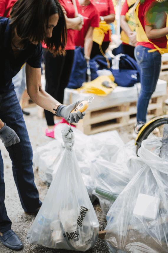 Yves Rocher dà vita alla Zero Waste day, i dipendenti ripuliscono Parco Vittorini da 1.600 kg di rifiuti