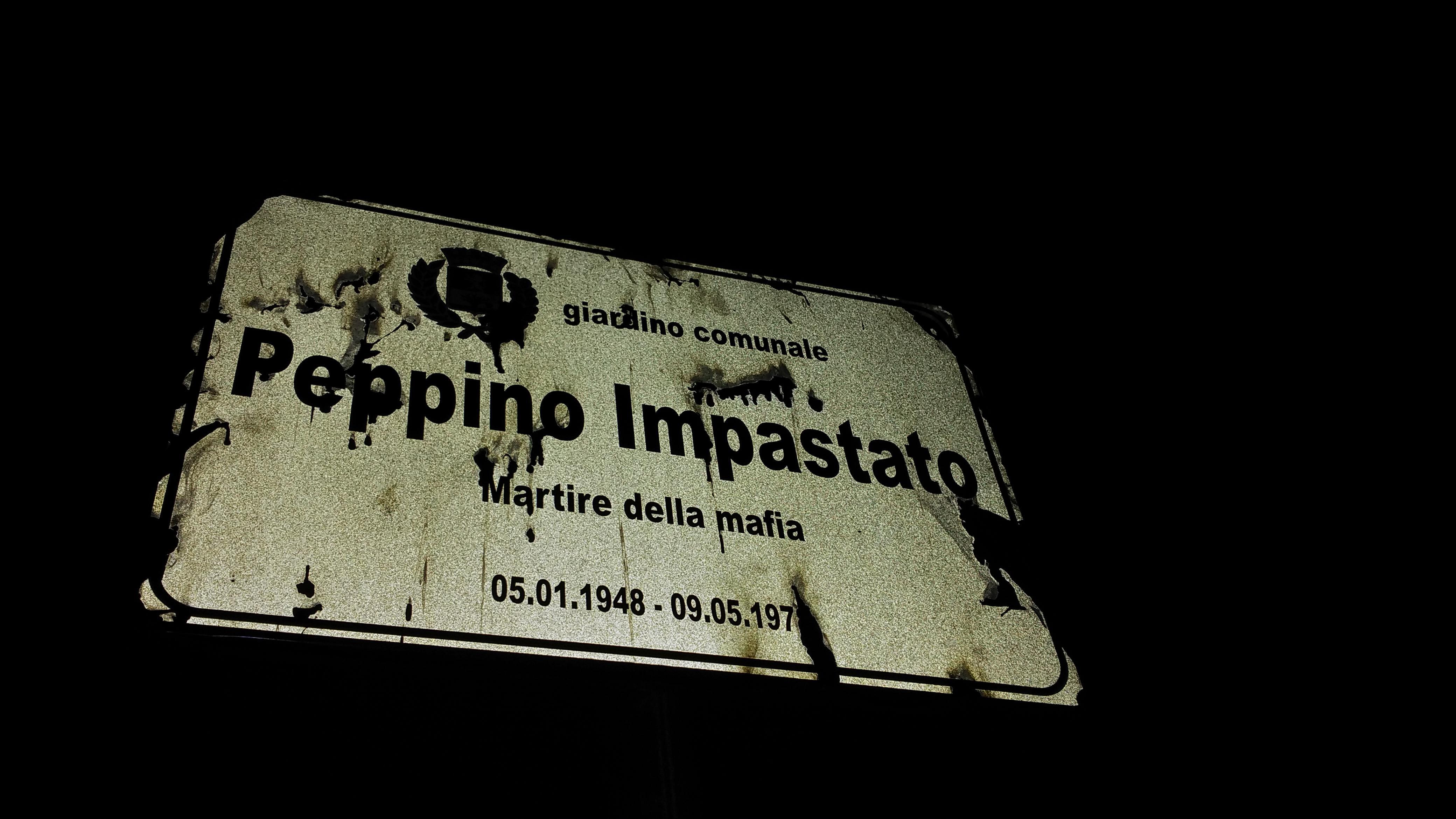Legnano, la targa vandalizzata in memoria di Peppino Impastato subito riparata