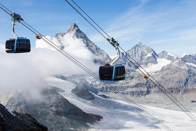 Zermatt: in vetta alle Alpi su una cabina trasparente