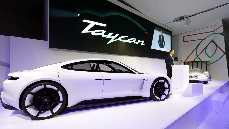 Ecco le prime immagini di Porsche Taycan