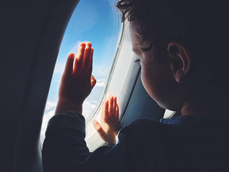 Viaggiare con i bimbi senza problemi: un vademecum