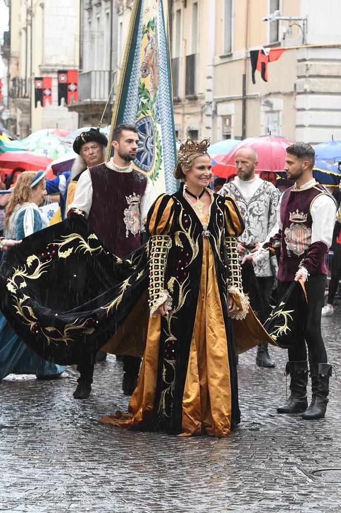 Sulmona si veste a festa per la Giostra cavalleresca: la regina è Simona Ventura