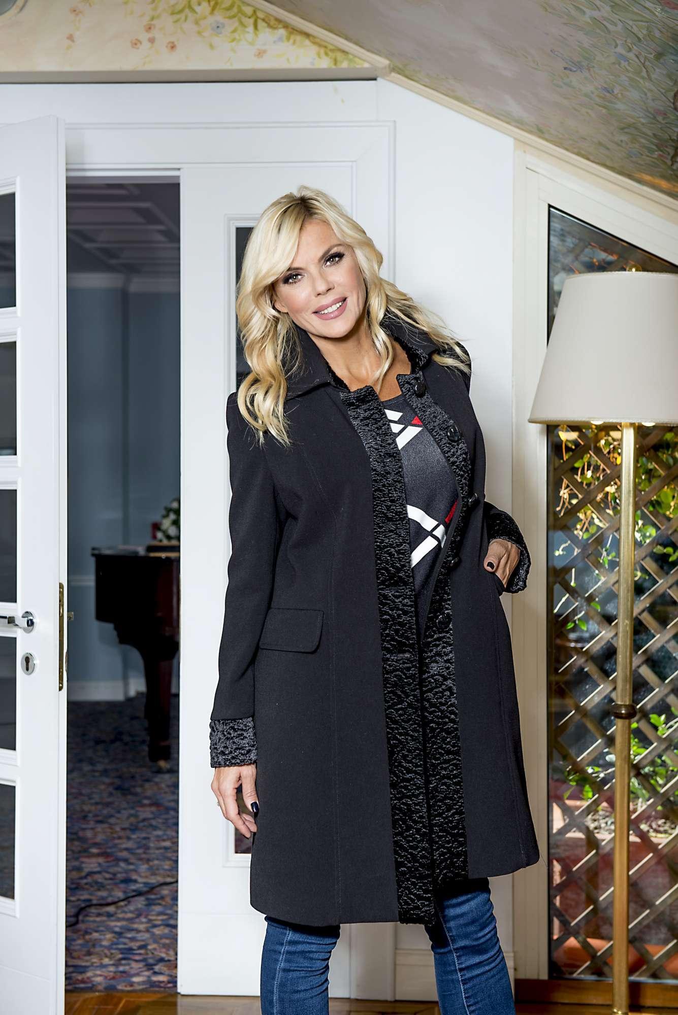 Matilde Brandi, mamma sprint e modella bellissima