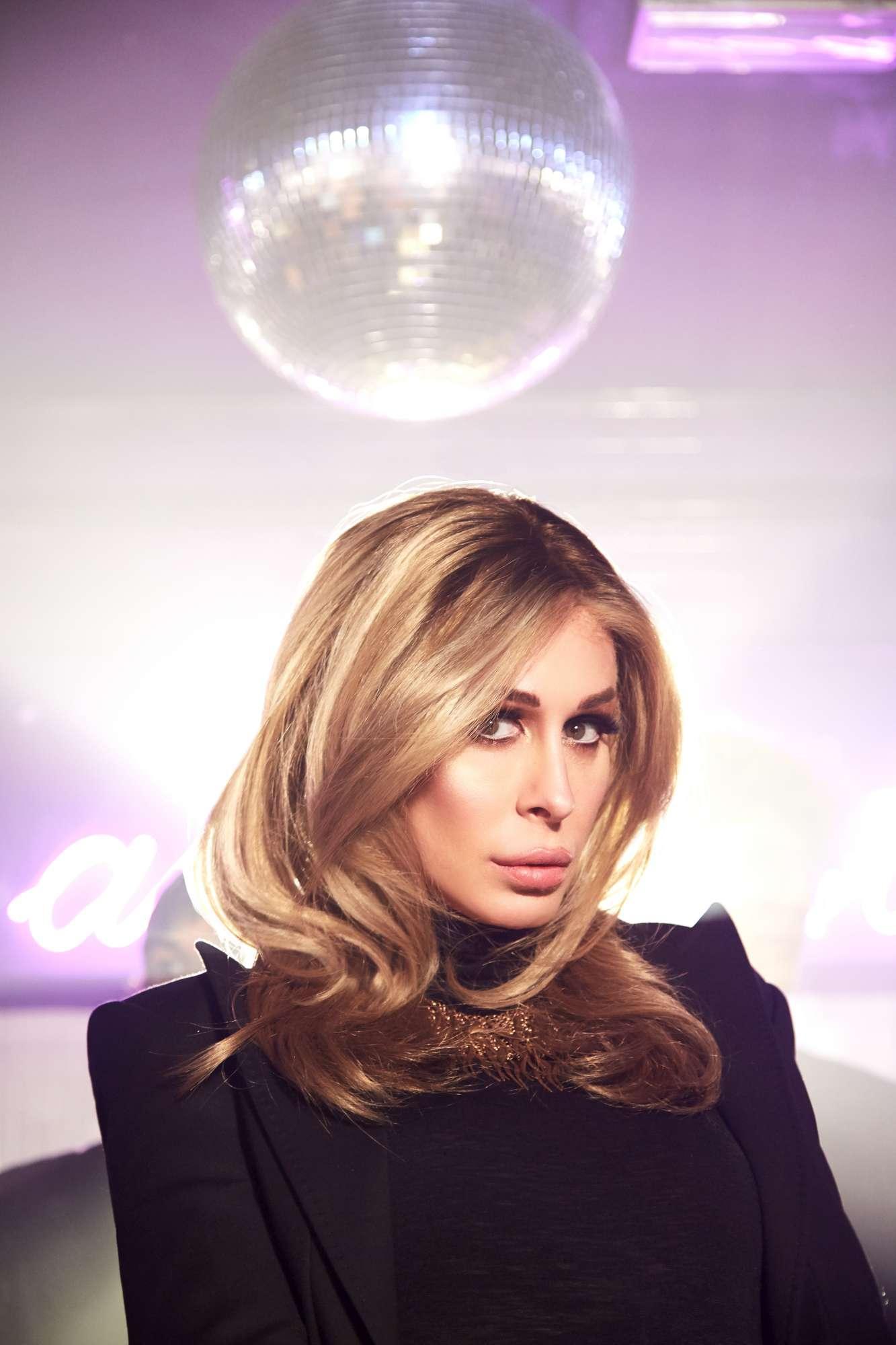 Cristina Bugatty sexy nel video di  You be