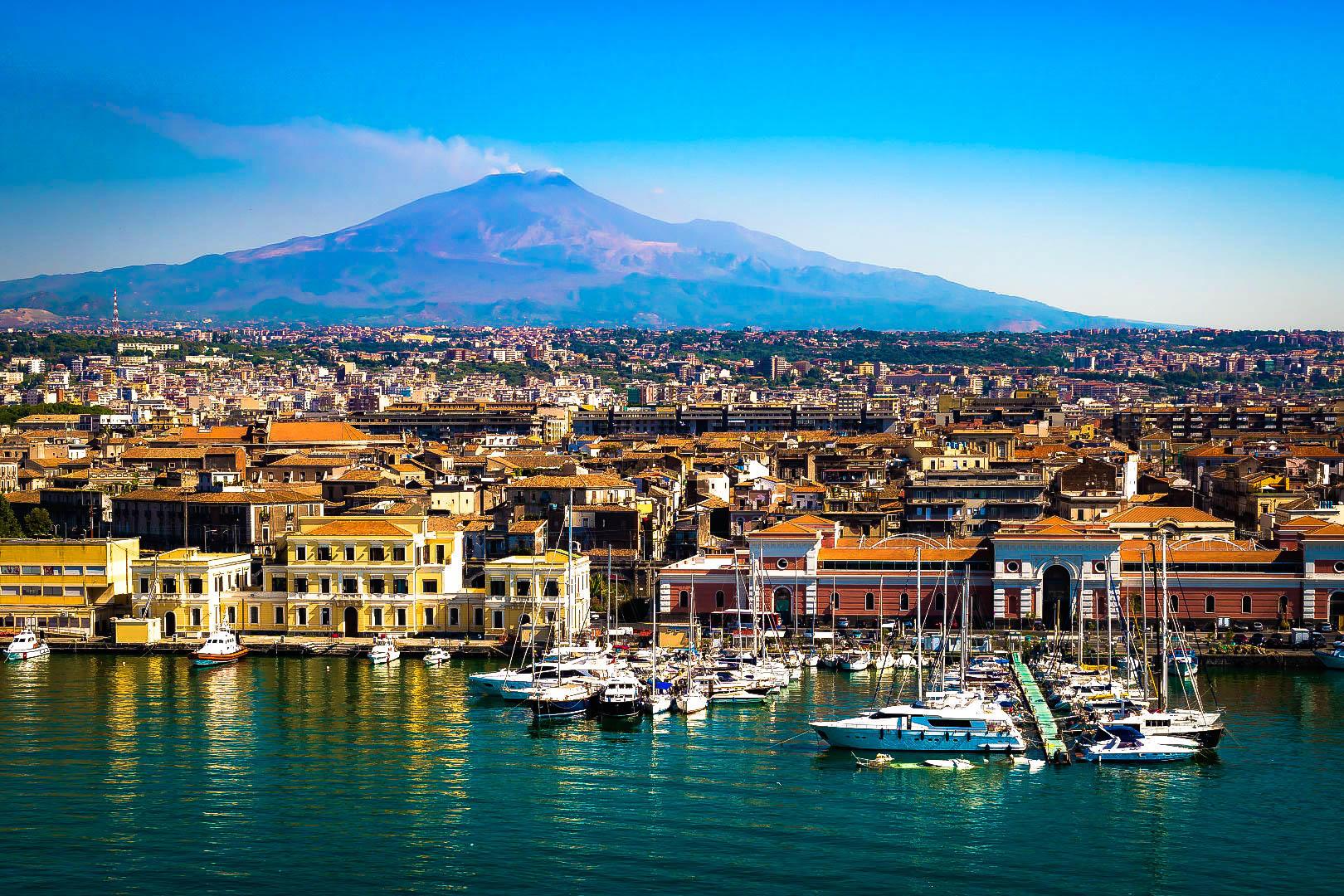 Tintarella e isole nei sogni italiani per l estate