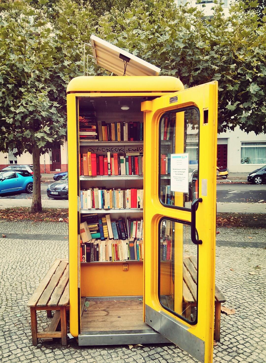 Risultati immagini per cabina telefonica anni 80