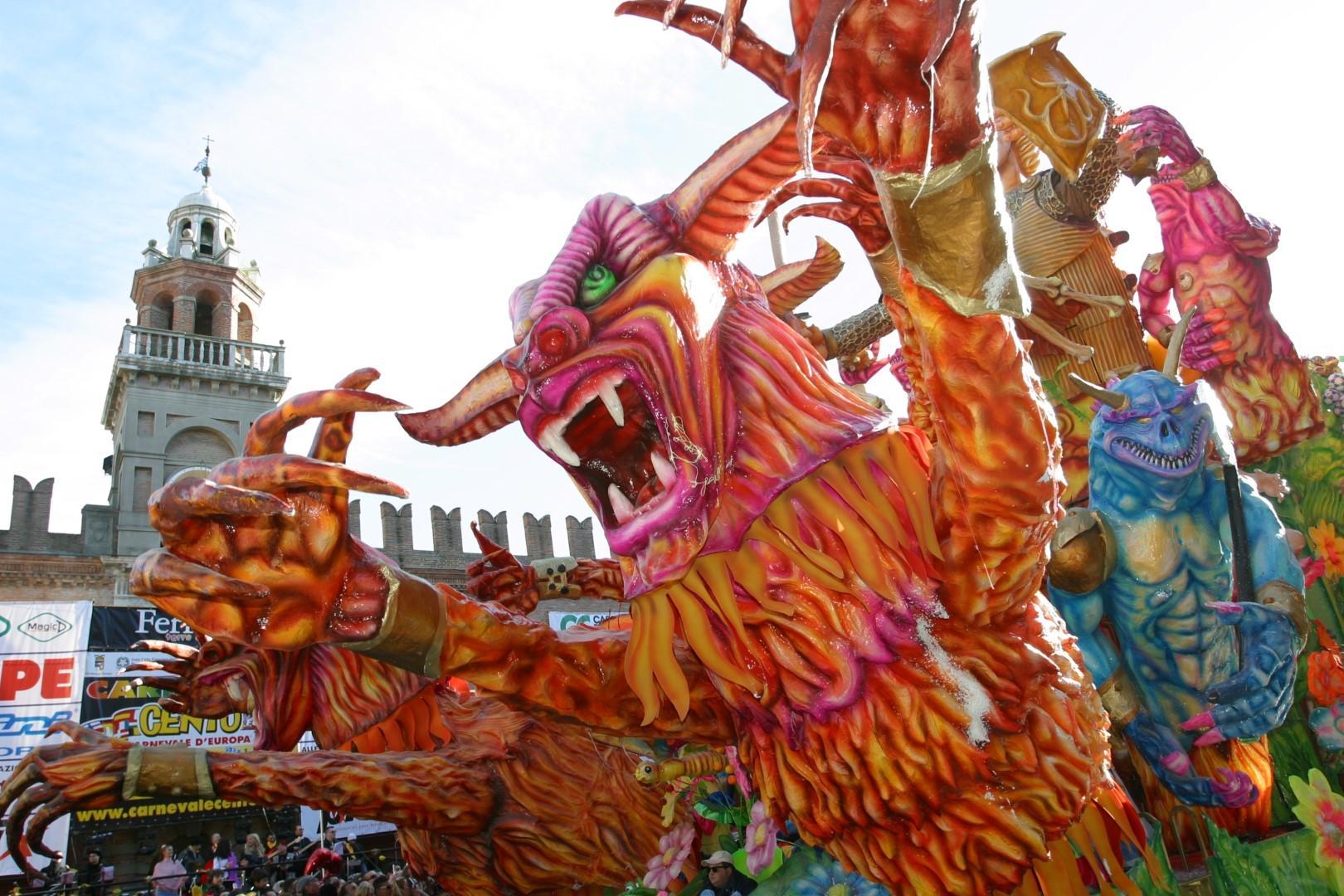 Da Ivrea a Sciacca, in Italia impazza il Carnevale