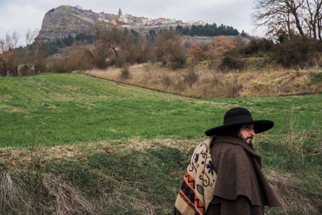 Vinicio Capossela ci porta  nel paese dei coppoloni  con una proiezione-evento
