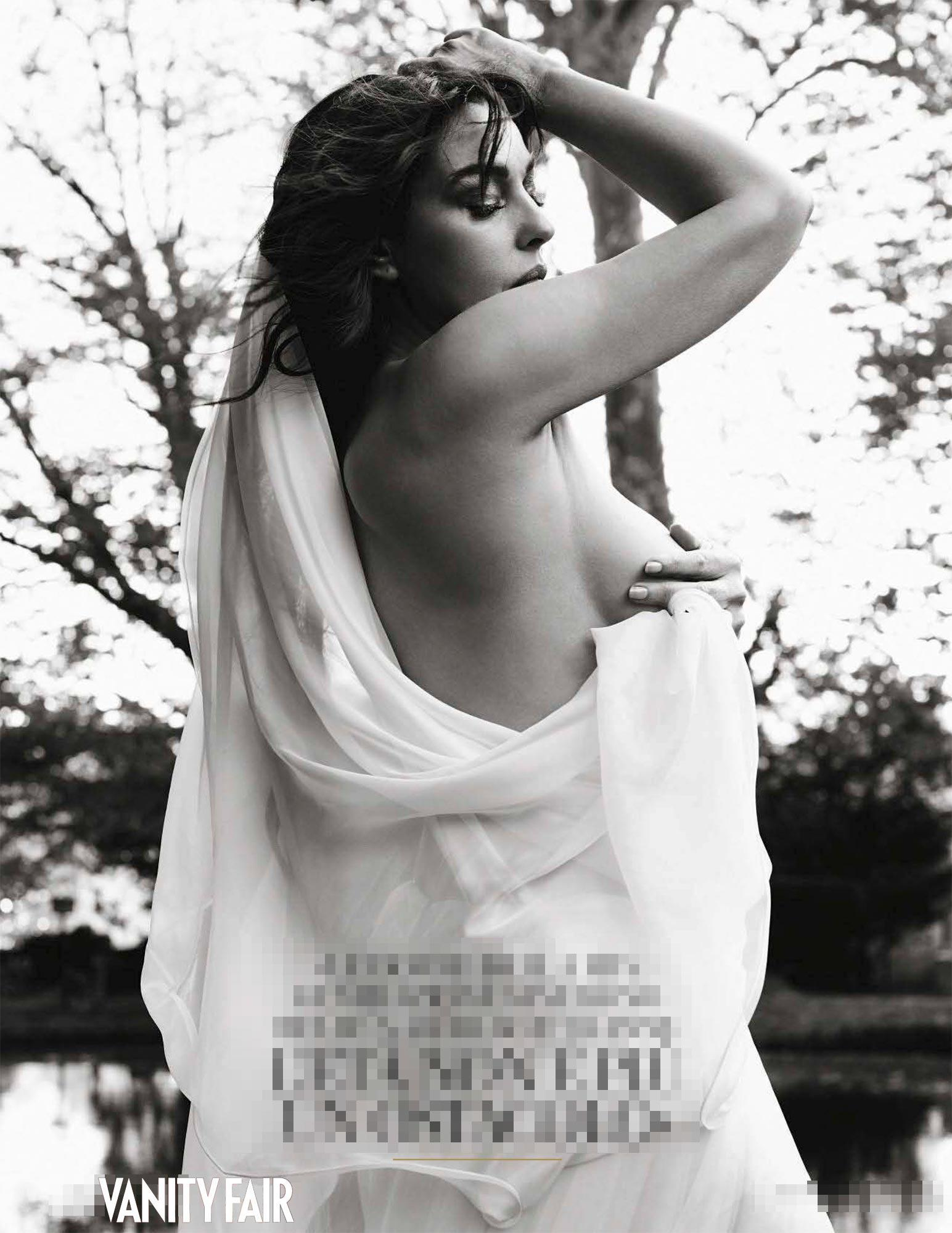 Monica Bellucci, bellissima a 52 anni