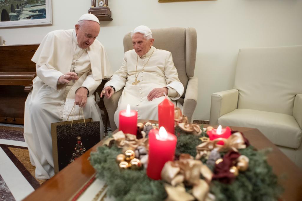 Papa Francesco va da Ratzinger per gli auguri di Natale