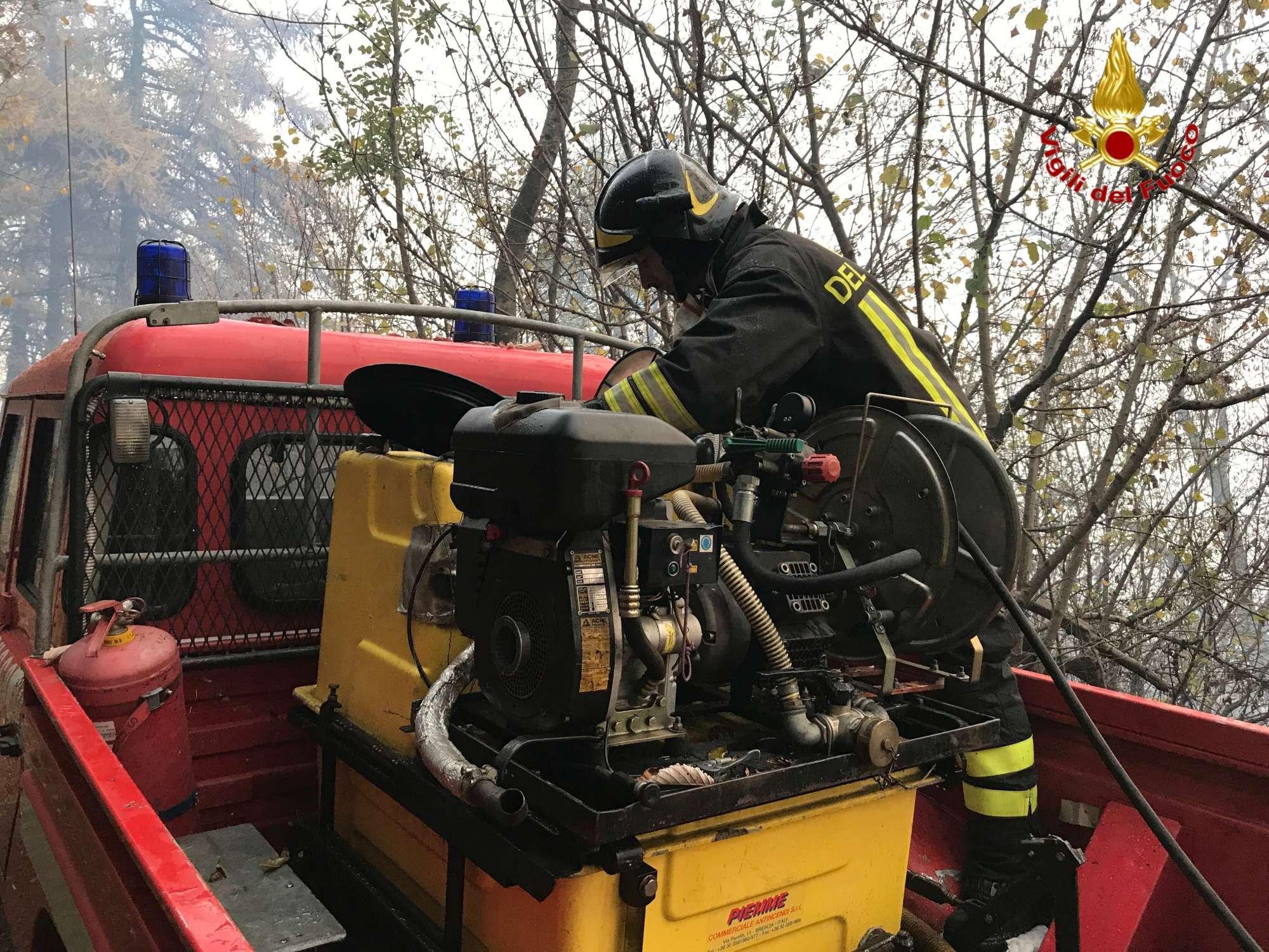 Varese, bruciano i boschi del Parco Campo dei Fiori