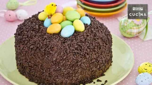4d64f55f7b14f Torta nido di Pasqua  colore e dolcezza in festa - Tgcom24