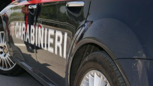 Firenze, ladri assaltano outlet lusso: barriere incendiarie per fuga