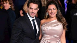 Kelly Brook esagerata, guarda che seno esplosivo!